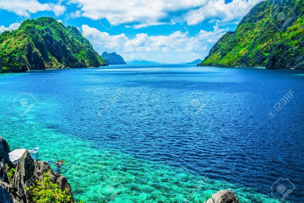 46611594-Scenic-view-of-sea-bay-and-mountain-islands-Palawan-Philippines-Stock-Photo