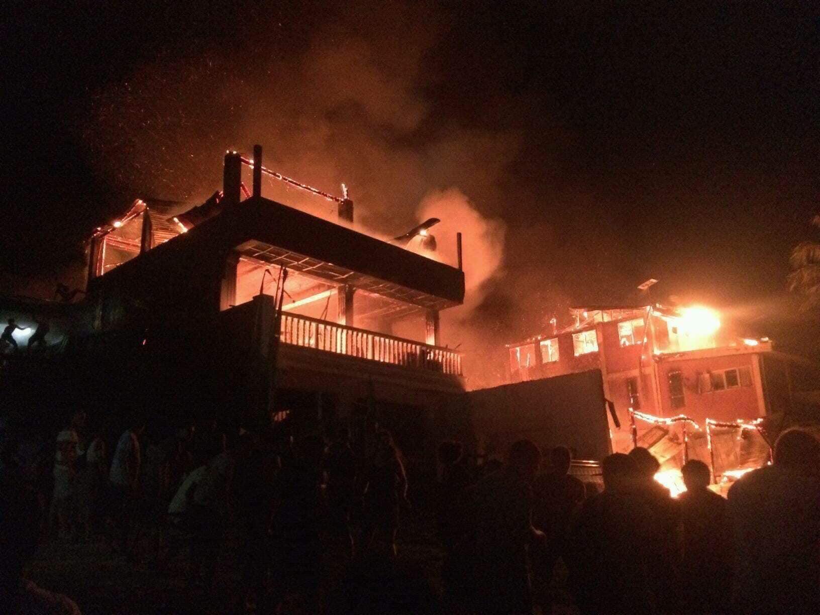 天啊!愛妮島鎮上大火