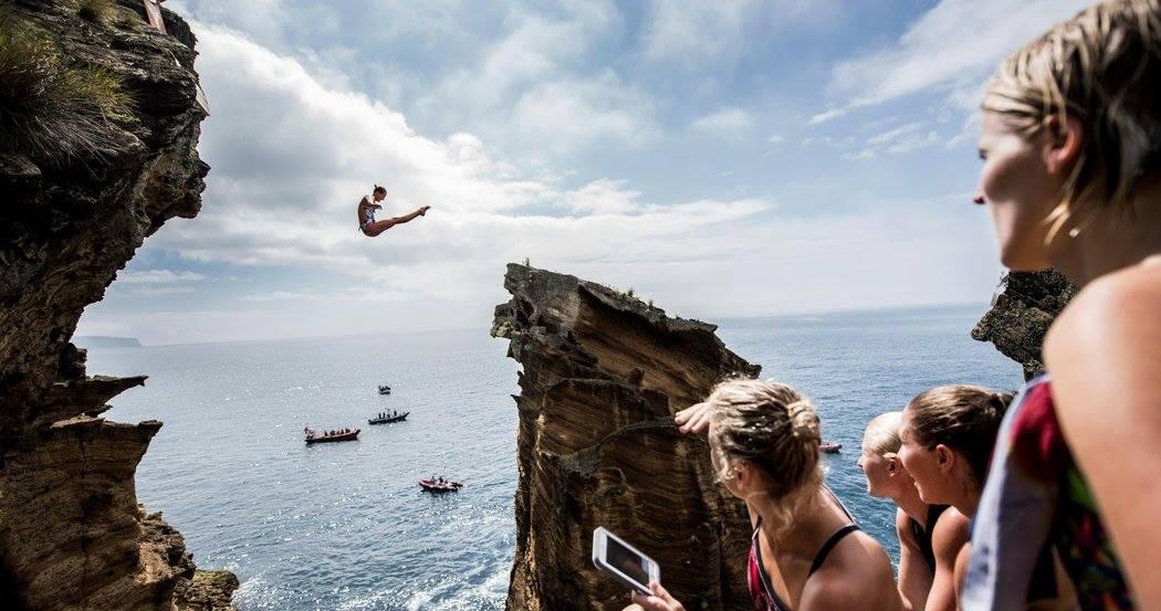 Red Bull超瘋超狂的世界懸崖跳水活動,巡迴到愛妮島了耶!