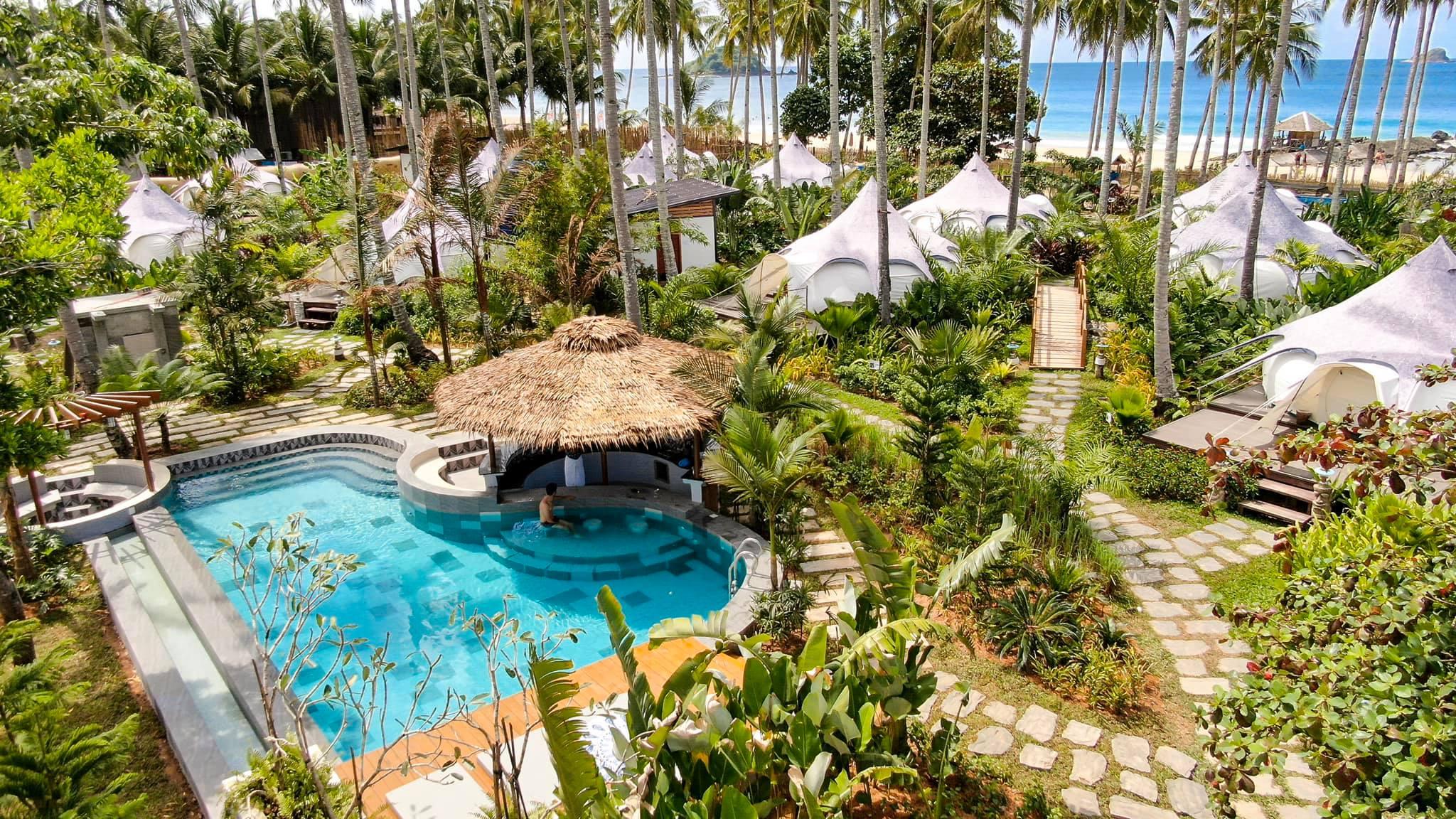 來海島國家就是要有沙灘酒吧游泳池啊